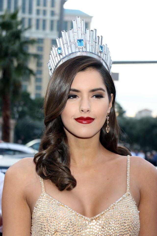 Miss Universe 2015 Forced to Wear a Bar Graph on Her Head