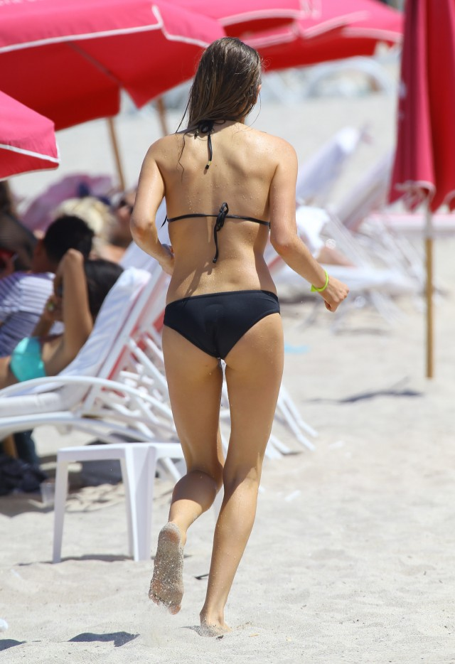 ryan phillippe amp paulina slagter catch some rays in miami