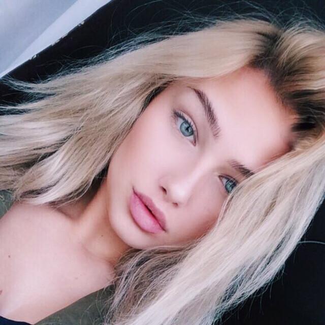 blonde-petite-molly