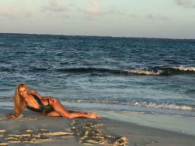 Lindsey Vonn Dons Body Paint for Sports Illustrated Swimsuit Edition ...