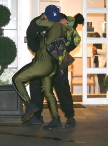 51974633 Couple Rob Kardashian and Blac Chyna stop by the Epione Cosmetic Laser Center in Beverly Hills, California on February 18, 2016. The pair stopped to share some PDA while leaving the store. FameFlynet, Inc - Beverly Hills, CA, USA - +1 (310) 505-9876