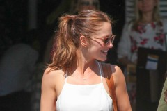 52005360 '500 Days of Summer' actress Minka Kelly grabs lunch with a friend at Fred Segal in West Hollywood, California on March 25, 2016.  Minka is getting ready to release a traveling cooking show. FameFlynet, Inc - Beverly Hills, CA, USA - +1 (310) 505-9876