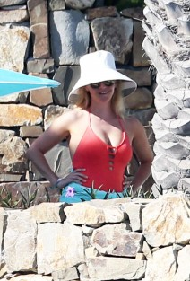 51984703 Actress Reese Witherspoon is spotted vacationing in Cabo San Lucas, Mexico on March 01, 2016. FameFlynet, Inc - Beverly Hills, CA, USA - +1 (310) 505-9876