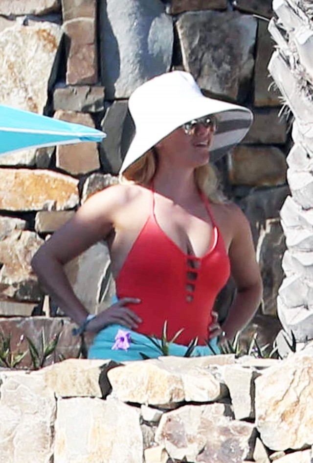 Reese witherspoon sarah michelle gellar amp selma blair sing - 3 part 1