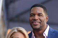 51876615 Kelly Ripa honored with a star on the Hollywood Walk Of Fame on October 12, 2015 in Hollywood, California. Kelly Ripa honored with a star on the Hollywood Walk Of Fame on October 12, 2015 in Hollywood, California. Pictured: Kelly Ripa, Michael Strahan FameFlynet, Inc - Beverly Hills, CA, USA - +1 (310) 505-9876 RESTRICTIONS APPLY: NO FRANCE