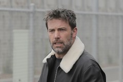 52016628 Ben Affleck goes to an office building in Santa Monica on April 07, 2016. The actor has reportedly rented a house in North London so that his kids can come visit him while he works on the upcoming Justice League movie.  FameFlynet, Inc - Beverly Hills, CA, USA - +1 (310) 505-9876