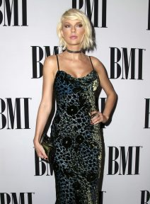 52050847 Celebrities attend the 64th Annual BMI Pop Awards at the Beverly Wilshire Four Seasons Hotel on May 10, 2016 in Beverly Hills, California. Celebrities attend the 64th Annual BMI Pop Awards at the Beverly Wilshire Four Seasons Hotel on May 10, 2016 in Beverly Hills, California. Pictured: Taylor Swift FameFlynet, Inc - Beverly Hills, CA, USA - +1 (310) 505-9876