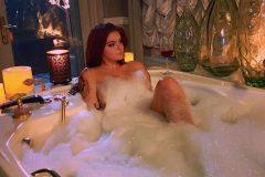 ariel-winter-bath