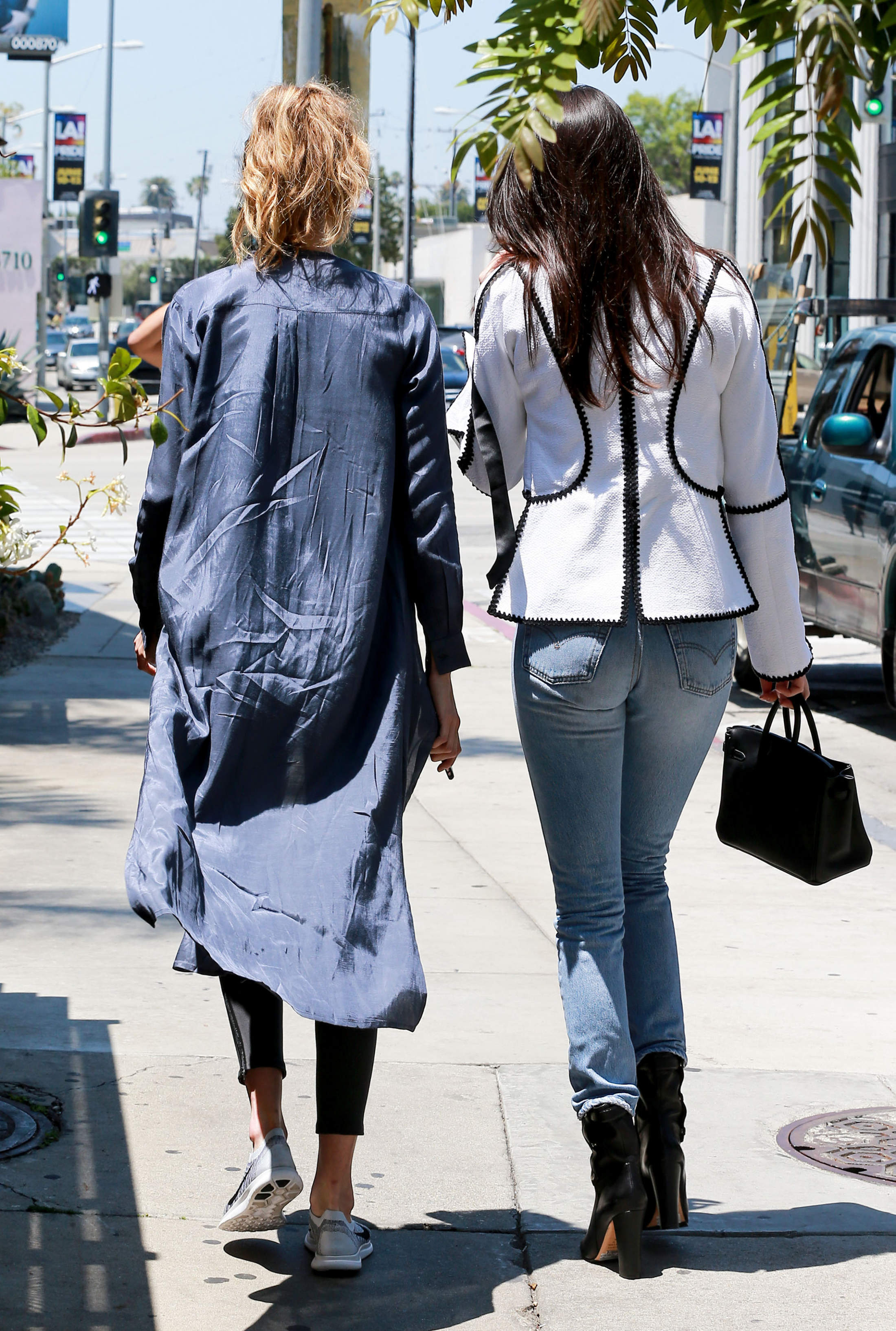 Gigi Hadid And Kendall Jenner Grab Lunch In Weho 210232