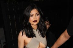 52080257 Celebrities spotted dining out at The Nice Guy restaurant in West Hollywood, California on June 2, 2016. Celebrities spotted dining out at The Nice Guy restaurant in West Hollywood, California on June 2, 2016. Pictured: Kylie Jenner FameFlynet, Inc - Beverly Hills, CA, USA - +1 (310) 505-9876