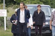 52104828 Couple Tom Hiddleston and Taylor Swift spotted out for a stroll on the beach with his mother Diana Hiddleston and family in Suffolk, UK on June 26, 2016 FameFlynet, Inc - Beverly Hills, CA, USA - +1 (310) 505-9876 RESTRICTIONS APPLY: USA/CHINA ONLY