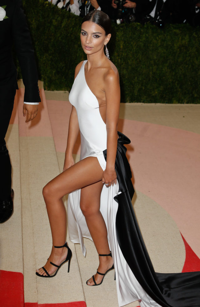52043240 Celebrities at the MET Costume Institute Gala 2016 at The Metropolitan Museum Of Art in New York City, New York on May 2, 2016. Celebrities at the MET Costume Institute Gala 2016 at The Metropolitan Museum Of Art in New York City, New York on May 2, 2016. Pictured: Emily Ratajkowski FameFlynet, Inc - Beverly Hills, CA, USA - +1 (310) 505-9876 RESTRICTIONS APPLY: USA ONLY