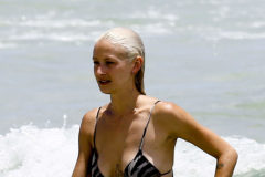 52123645 Model and actress Lauren Hastings shows off her bikini body while enjoying a day on the beach in Miami, Florida on July 15, 2016. FameFlynet, Inc - Beverly Hills, CA, USA - +1 (310) 505-9876