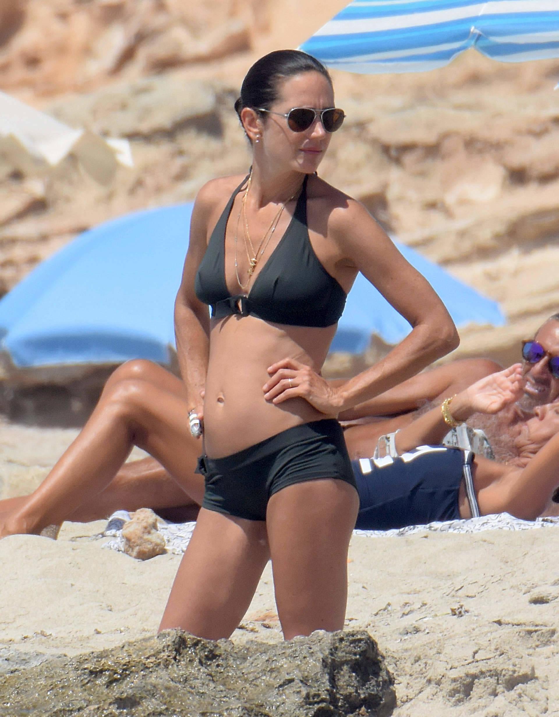 alyssa milano nude beach pics