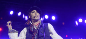 johnny-depp-perform