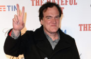 quentin-tarantino-peace-sign