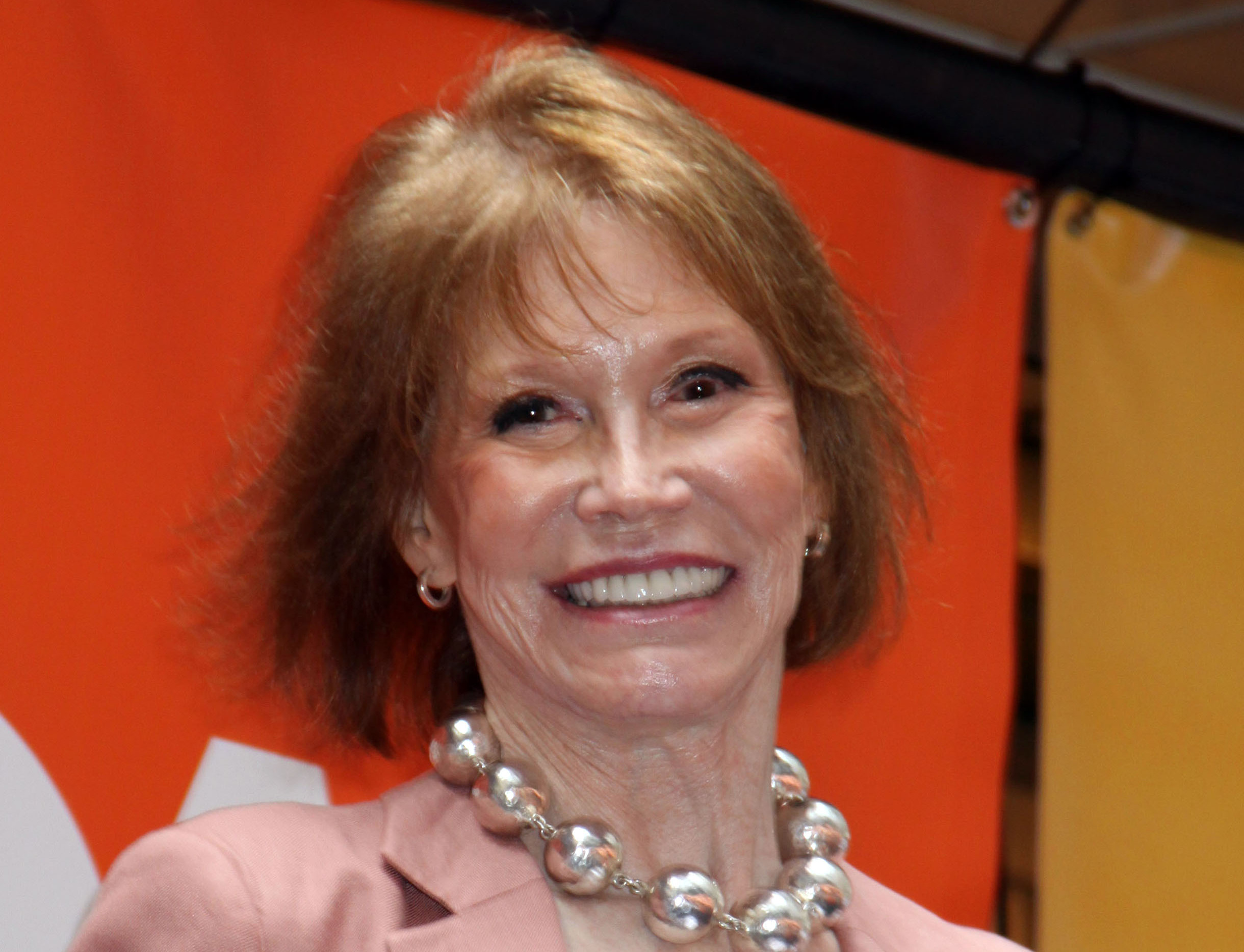 Mary Tyler Moore of 'The Mary Tyler Moore Show' Dead at 80