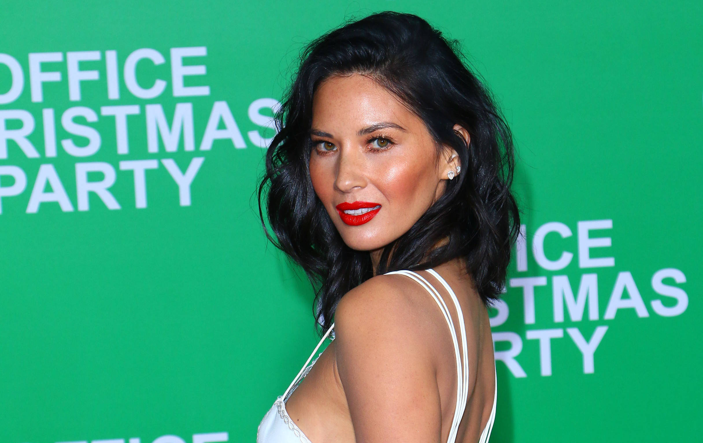 Olivia Munn Shades Aaron Rodgers' Family in Letter | The Blemish