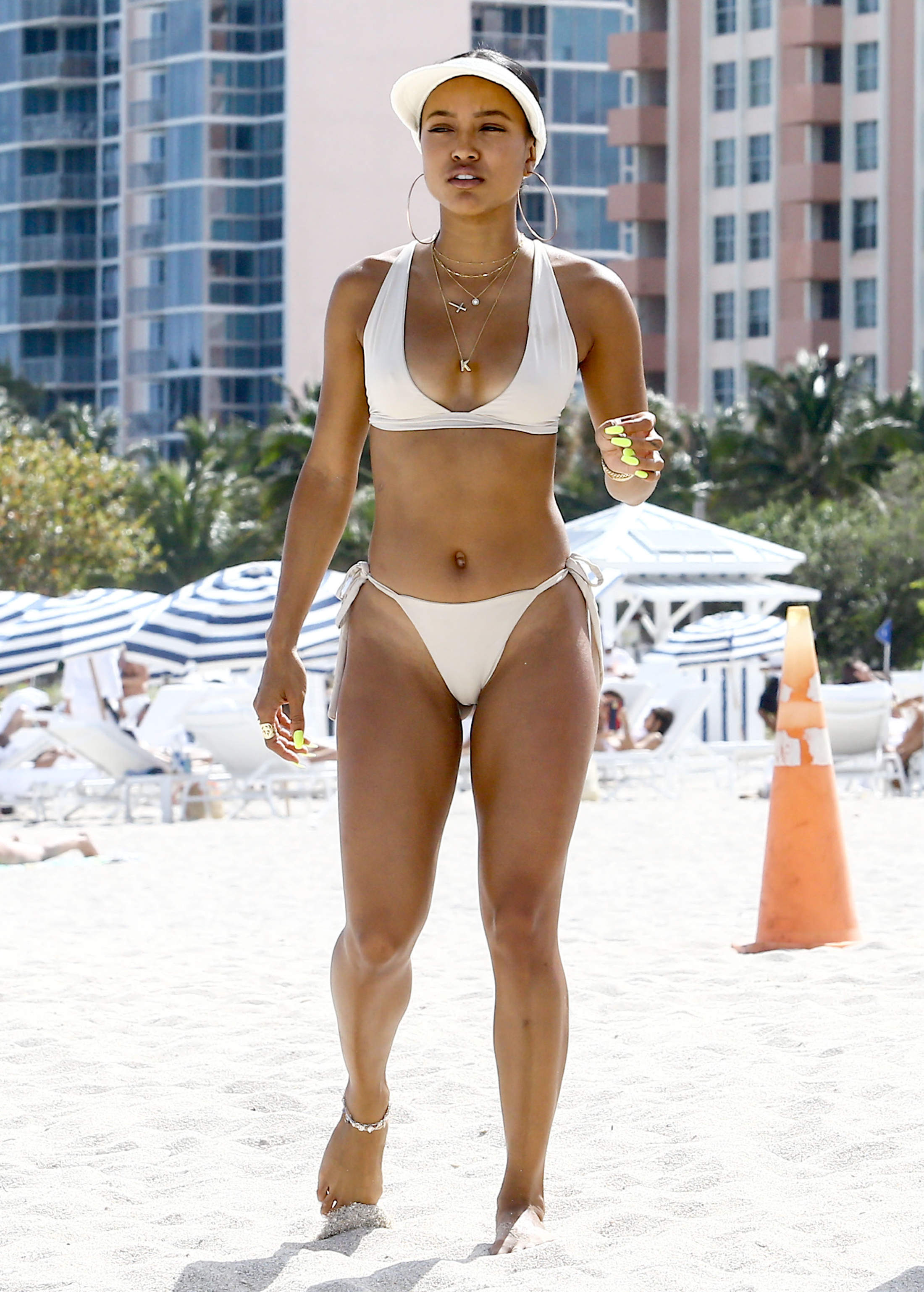 Karrueche Tran Hangs Out At The Beach With Friends ...