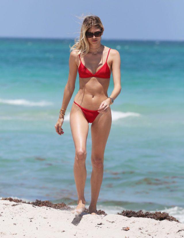Devon Windsor Shows Off Her Bikini Body In Miami 219744 Photos The Blemish