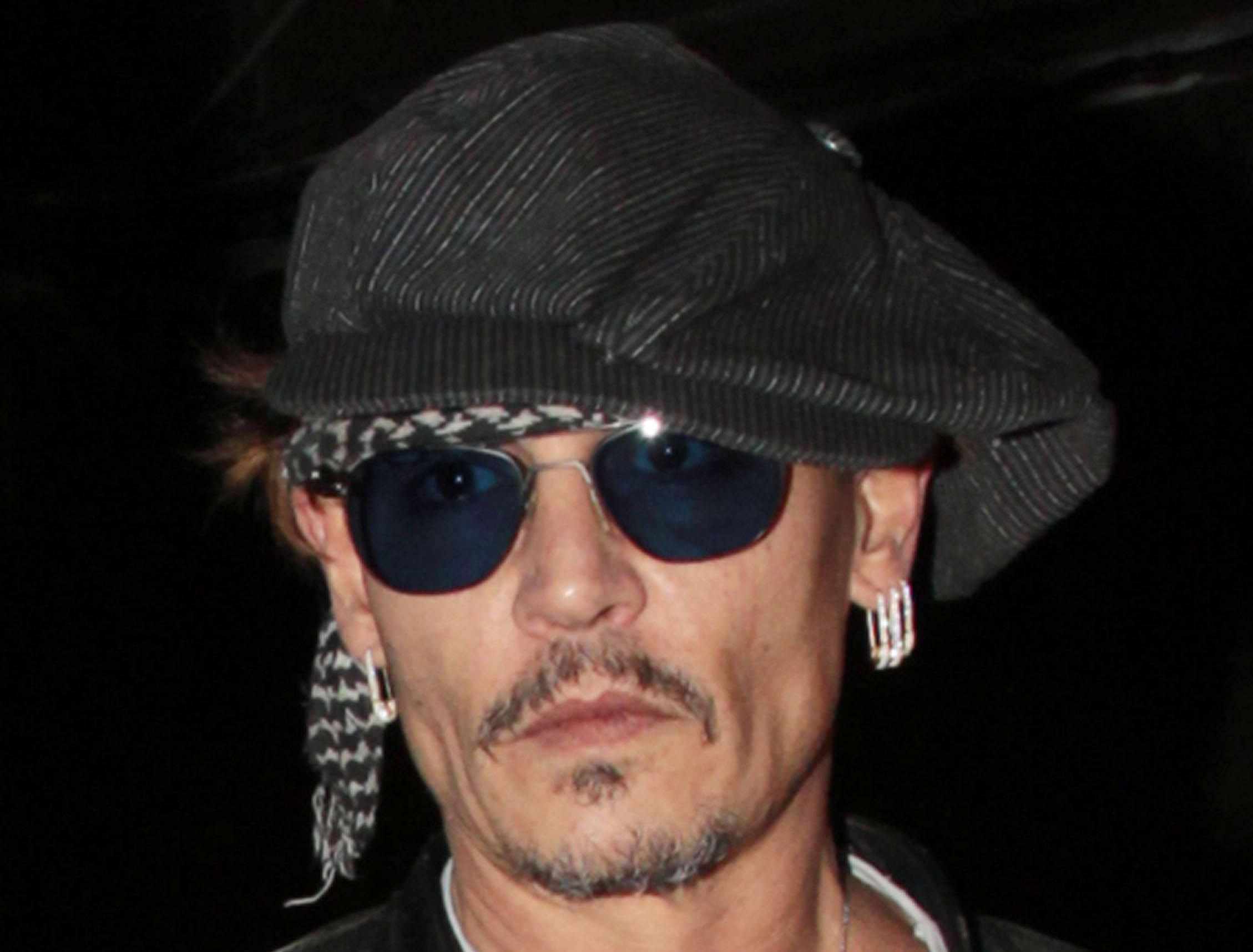 After Johnny Depp Appeared At A Recent Dinner Party 35 Pounds Lighter With His Hair And Teeth Falling Out Insiders Are Afraid That Theres Something