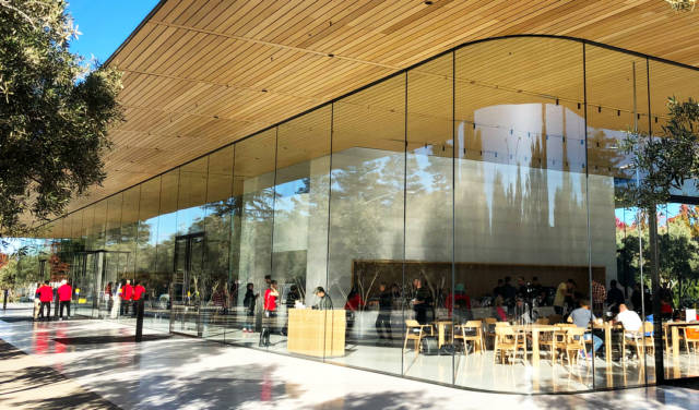 Geniuses at Apple Are Routinely Walking Into Glass Doors
