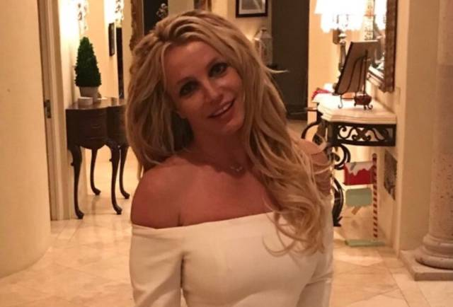 Britney Spears Somehow Made A Denim Underwear Look Great