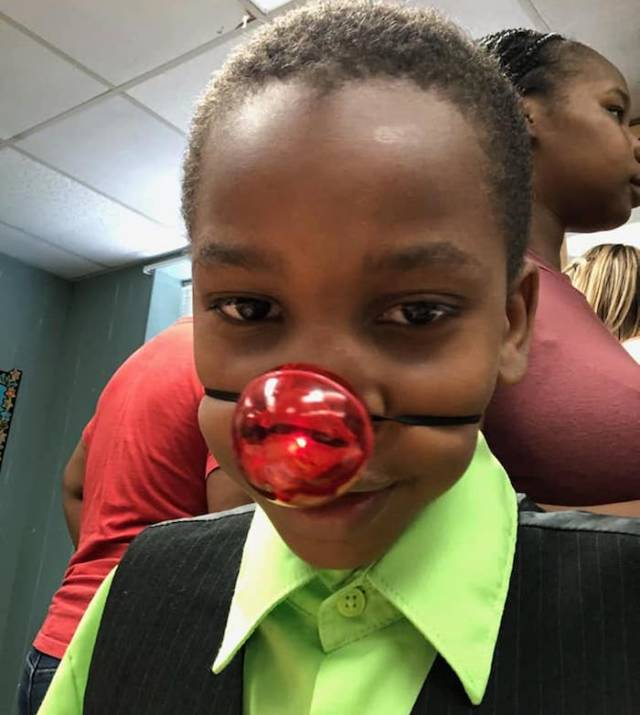 Teacher Gives Kid Red Nose While Other Classmates Get Real Awards