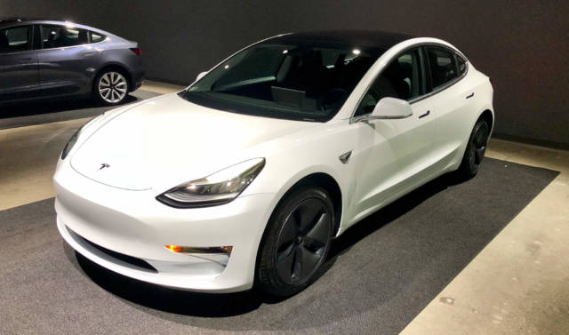 tesla model 3 owners report their teslas fall apart in the rain the blemish. Black Bedroom Furniture Sets. Home Design Ideas