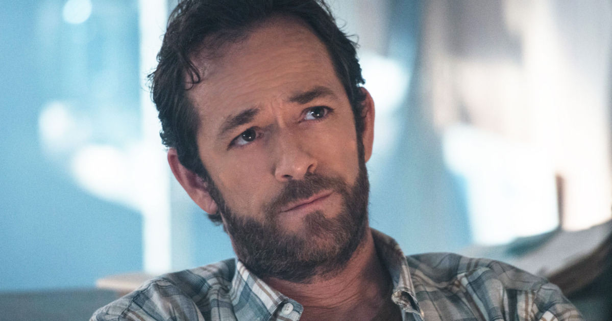 9021-Oh No! Luke Perry Suffers Massive Stroke