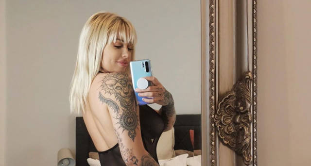 Hoe Hoe Hoe, Instagram Model Vicky Aisha Wishes Followers a Sexy Christmas